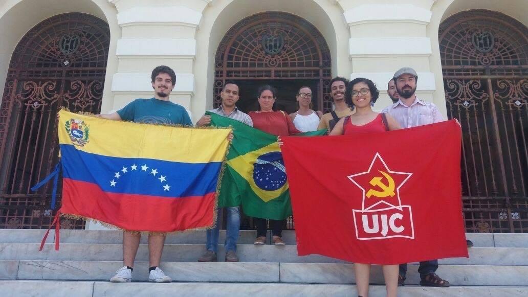 Estudantes da Faculdade de Direito promovem debates sobre direito e revolução e se solidarizam com a Venezuela
