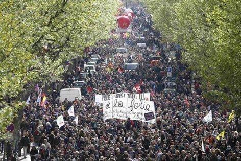 Em Solidariedade a Juventude Francesa